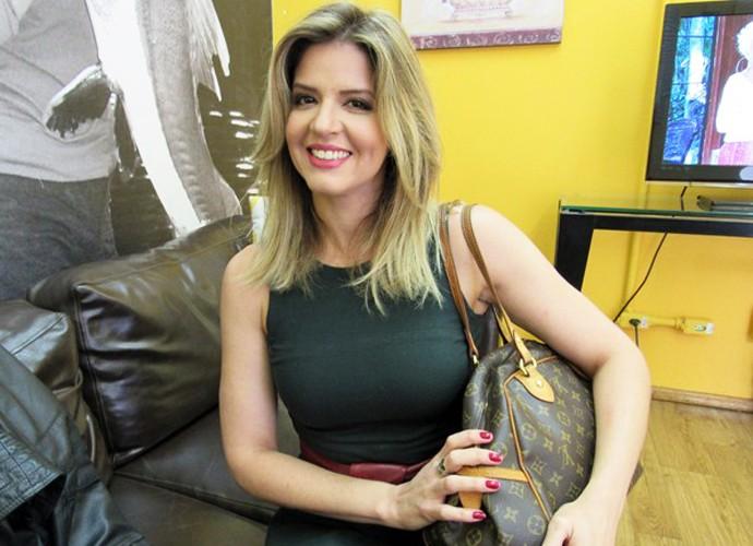 Mariana Santos abre a bolsa (Foto: Carolina Morgado / Gshow)