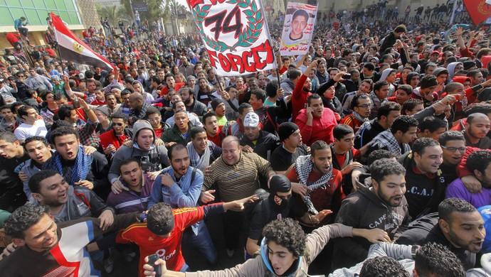 torcida al-ahly confusão tumulto egito (Foto: Agência AP)