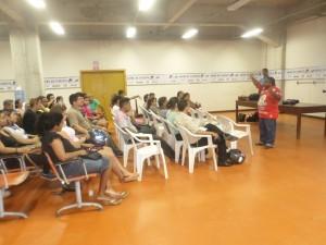 Reunião entre pais de alunos que viajarão para fase nacional dos Jogos Escolares (Foto: Assessoria SEE)