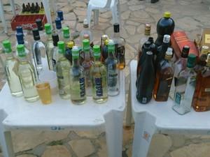 PM encontrou grande quantidade de álcool na festa. (Foto: Bahia, Festa, Menores)