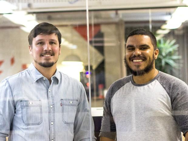 Julian Vilela e Paulo Santos, idealizadores do projeto 'Leitura de Bolso' (Foto: Divulgação)