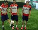 """April Fool's Day"": Arsenal simula testes e lançamento de bola para canhotos"