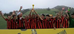 Santos PNI ganha o torneio da grama e sai na frente na BDQ (Daniel Cardoso (Globoesporte.com))