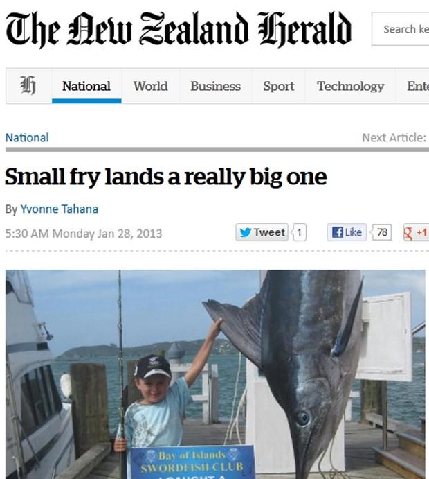 Garoto de 7 anos pesa cinco vezes menos do que peixe fisgado (Foto: Reprodução)
