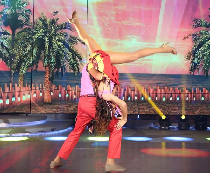 Maurren Maggi e Roberto Motta ousam em coreografia de lambada (Foto: Carol Caminha / Gshow)