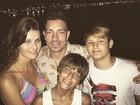 Isabeli Fontana posa com Di Ferrero e os filhos: 'Feliz 2017'
