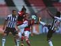 """""""O Flamengo tem um sério problema de montagem e ajuste"""", avalia Lino"""