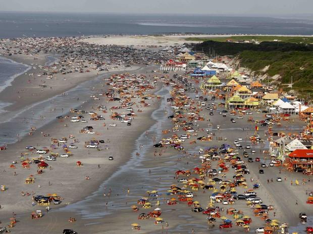 Praia do Atalaia, em Salinópolis, é bastante movimentada durante os feriados. (Foto: Rodolfo Oliveira/Agência Pará)