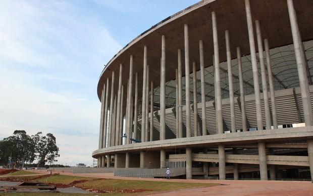 Estádio Mané Garrincha - área externa (Foto: Fabrício Marques / GLOBOESPORTE.COM)