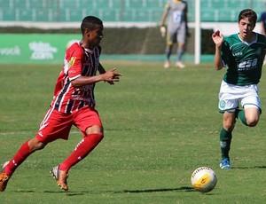 Lateral-esquerdo Igor Correia (Foto: Rogério Moroti/Ag. Botafogo)