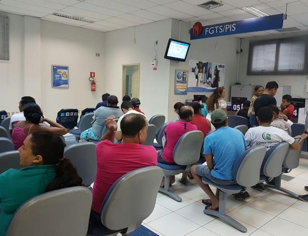 Agências serão abertas das 9h às 15h, neste sábado (8), para atender trabalhadores nascidos em dezembro. (Foto: Anny Barbosa/G1)