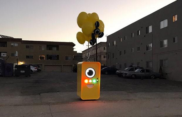 Snapbot, a máquina em que são vendidos os Spetacles, óculos que gravam e fotografam para postar no Snapchat. (Foto: Divulgação/Snap)
