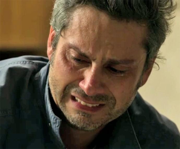 Romero cai no choro durante conversa emocionante com Djanira (Foto: TV Globo)
