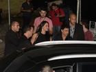Zezé Di Camargo e Graciele Lacerda deixam show de mãos dadas