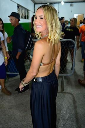 Claudia Leitte me bastidores de show em Salvador, na Bahia (Foto: André Muzell/ Brazil News)