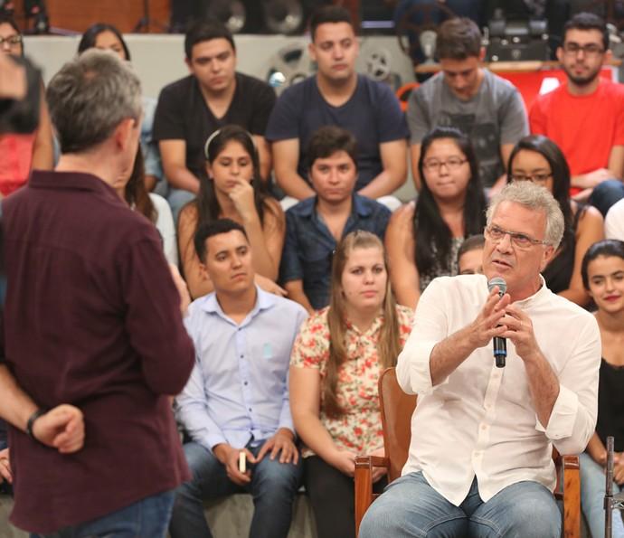 Serginho Groisman entrevista Pedro Bial no Altas Horas (Foto: Carol Caminha/Gshow)