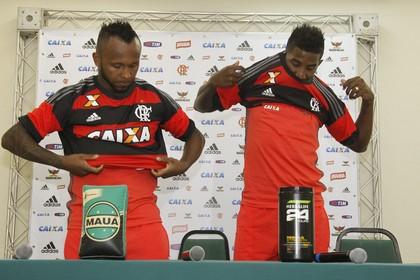 chiquinho e rodinei apresentação (Foto: Gilvan Souza - Divulgação, Flamengo)