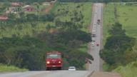 Motoristas se arriscam em uma das vias mais movimentadas