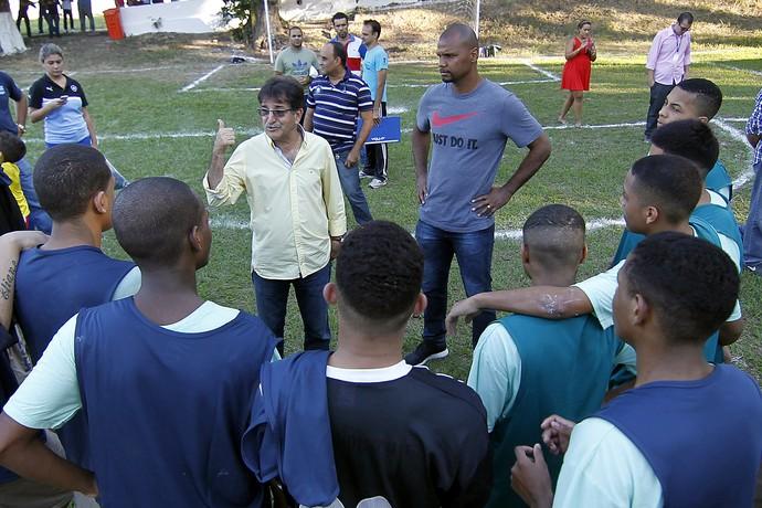 Jefferson e René Simões Botafogo visita ao DEGASE (Foto: Vitor Silva / SSPress)
