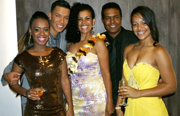Samya ao lado do irmão Victor, dos pais Sônia e Guto Martins e da irmã Camila (Foto: Arquivo Pessoal)