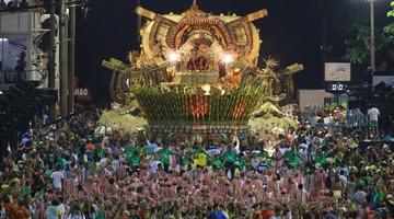 AO VIVO: Mangueira encerra desfiles cantando Bethânia (Rodrigo Gorosito/G1)