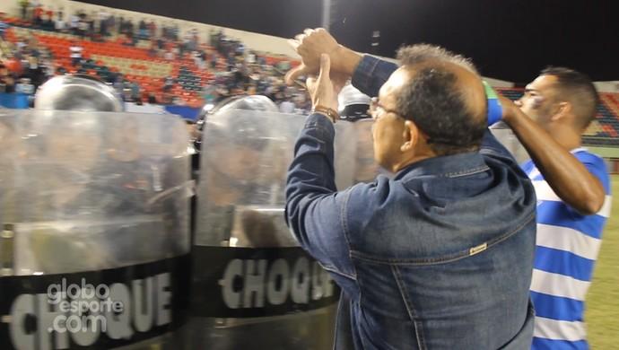 Edson Izidório, presidente do Atlético-AC, reclama da arbitragem após semifinal contra Galvez (Foto: Reprodução/GloboEsporte.com)