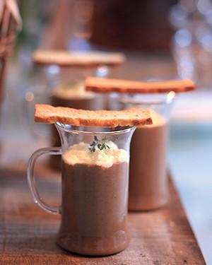 Cappuccino de funghi com creme azedo (Foto: Rogério Voltan/Editora Globo)