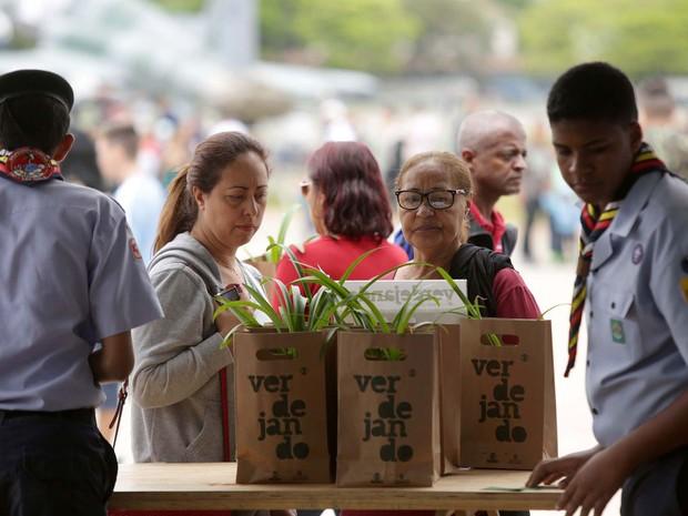 Em seu terceiro ano, o Verdejando já distribuiu mais de 50 mil mudas (Foto: Fernando Pilatos/Globo)