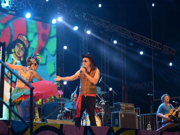 Alceu Valença se apresenta no palco do Marco Zero, no Recife (Foto: Luka Santos/G1)