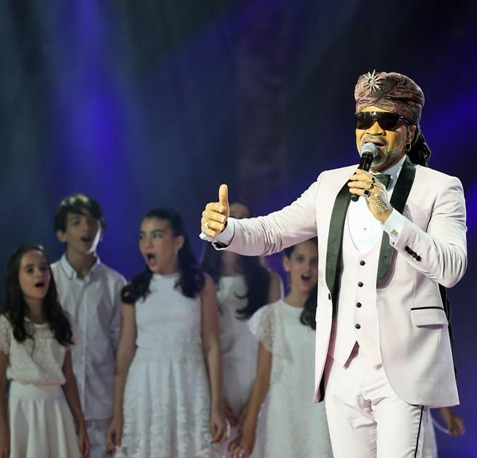 Brown cantou ao lado de um coral de crianças (Foto: Isabella Pinheiro / Ghshow)