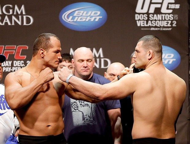 Junior Cigano e Cain Velazquez UFC Las Vegas (Foto: Getty Images)