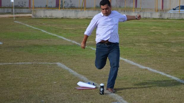 Técnico Fernando Dourado (Foto: João Áquila, GLOBOESPORTE.COM)