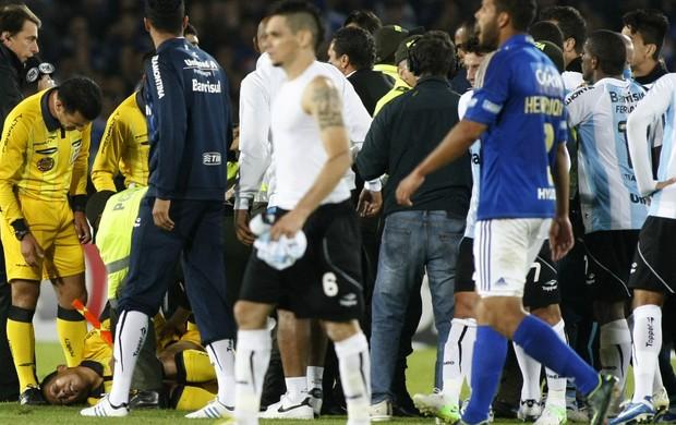 Millonarios 3 x 1 Grêmio, confusão - AP (Foto: AP)