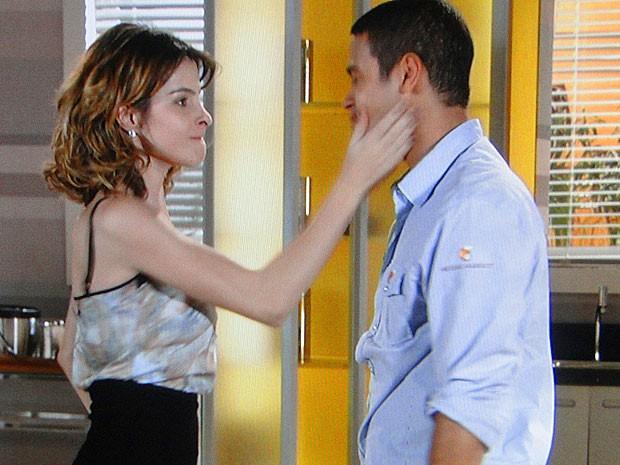 Niltinho avança o sinal com Isadora (Foto: Cheias de Charme / TV Globo)
