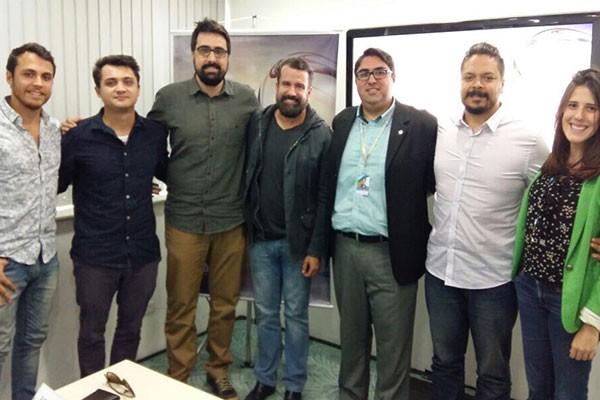 Corpo de jurados juntamente com o gerente de marketing Fabricio Sangenetto e a analista de marketing Fernanda Amalfi (Foto: Divulgação | TV Integração )