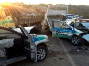 Morre militar ferido em acidente entre caminhão e carros da PM na GO-210 em Goiás (Foto: Reprodução/TV Anhanguera)