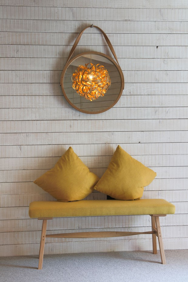 Casa é toda decorada com madeira de forma delicada (Foto: Divulgação)