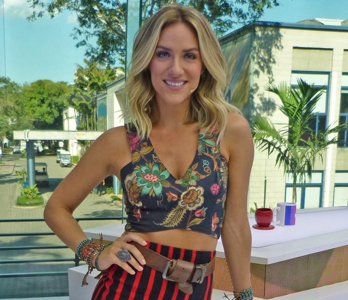 c52cfdb99 Giovanna Ewbank usa e abusa dos modelos de blusa cropped (Foto  Brunella  Menezes