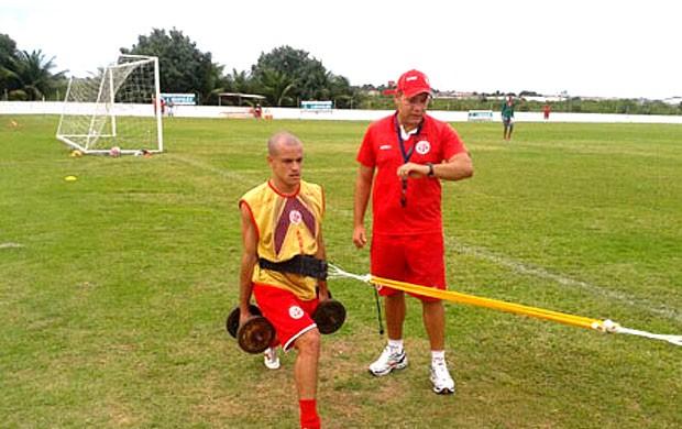 Thiaguinho no treino do América-RN (Foto: Divulgação)