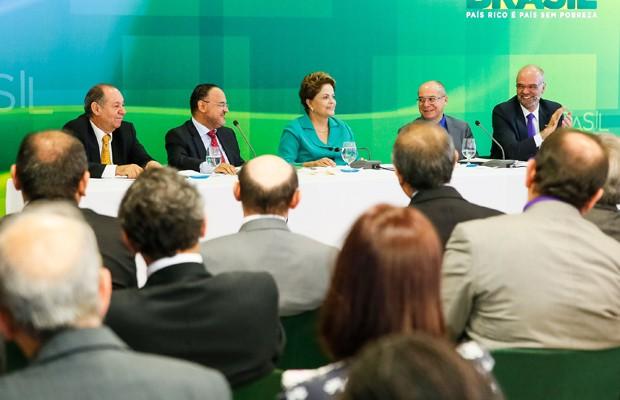 Dilma em reunião com reitores de universidades federais no Palácio do Planalto (Foto: Roberto Stuckert Filho / PR)