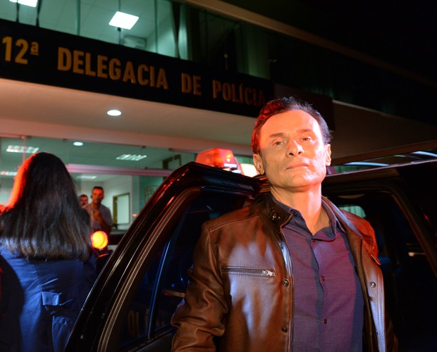 Enrique Diaz interpreta o personagem Claudio em Felizes para Sempre (Foto: Zé Paulo Cardeal / TV Globo)
