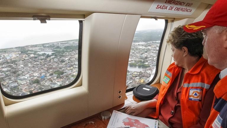 Dilma e Casagrande sobrevoaram regiões alagadas no Espírito Santo. (Foto: Roberto Stuckert Filho/PR)