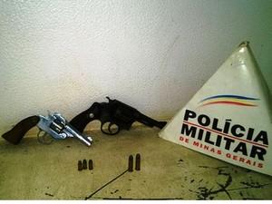Armas apreendidas com foragido (Foto: Divulgação / Polícia Militar)