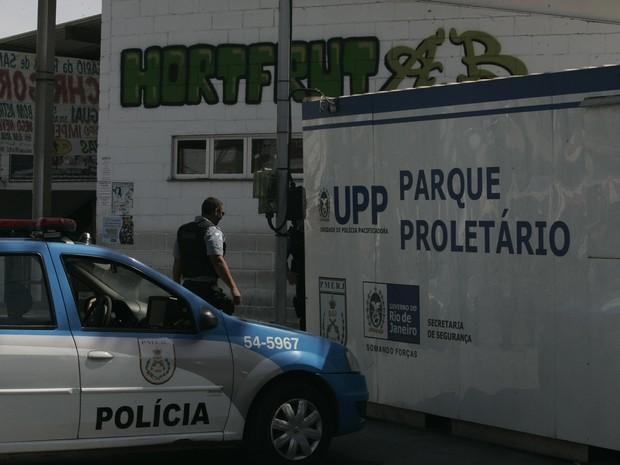 Após morte de PM, policiamento foi reforçado na comunidade do Parque Proletário, no Conjunto de Favelas do Alemão. (Foto: Alessandro Costa / Agência O Dia / Estadão Conteúdo)