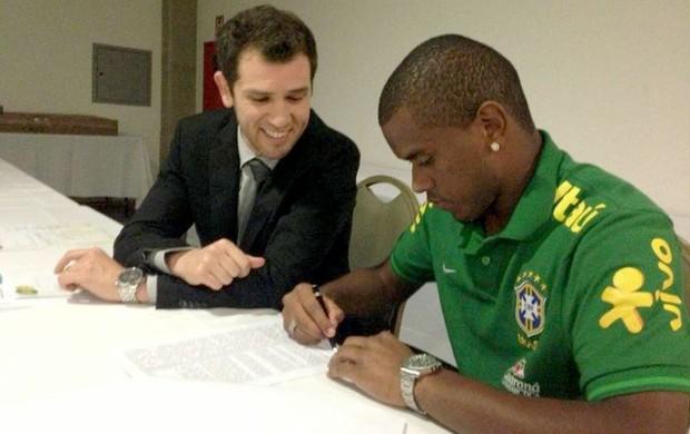 Fernando contrato Shakhtar (Foto: Reprodução / Facebook Oficial)