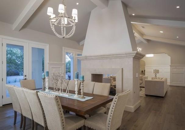 Sala de jantar da mansão de Michael Phelps (Foto: HighResMedia/Divulgação)