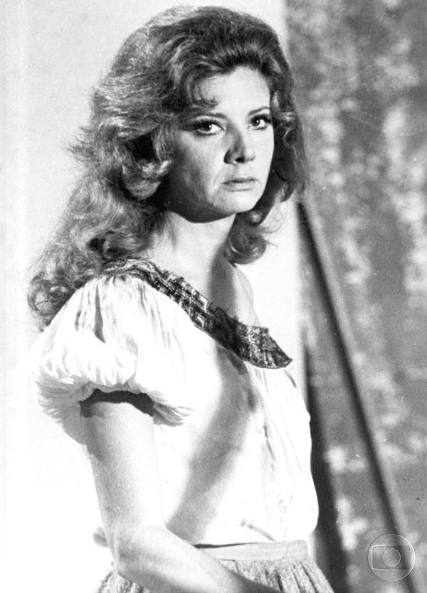 Em 1969 Glória Menezes viveu a progatonista que deu nome a trama, Rosa, na novela Rosa Rebelde (Foto: TV Globo/CEDOC)
