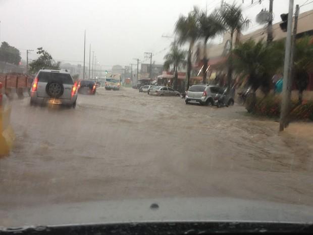 Chuva alagamento Cuiabá 01 (Foto: Alline Marques)