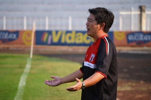 Sérgio Tanaka reclama na derrota do Botafogo-SP para o Ituano (Foto: Rafael Martinez / BFC)