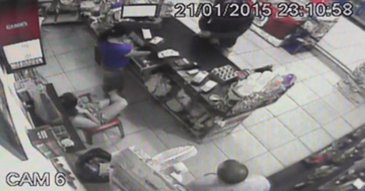 Dupla armada rouba loja de bebidas em São João da Boa Vista, SP ... - Globo.com